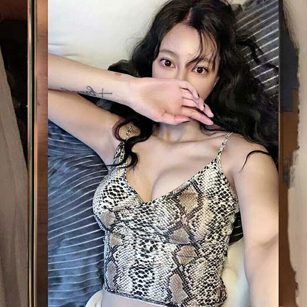 NXS 蟒蛇紋 背心 細肩帶 V領 低胸 交叉 上衣 蛇皮 蛇紋 豹紋 性感 韓國 韓劇 歐美 性感 爆乳