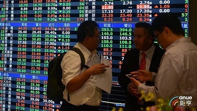 三大法人買超台股33.4億 續買鴻海、調節面板雙雄