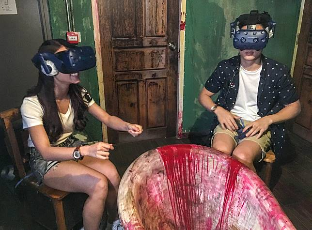 記者覺得這個鬼屋game的遊戲性不強,而且視點轉變也有點令人頭暈。