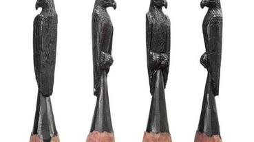 神乎其技的微型雕刻 在鉛筆尖上刻出一隻老鷹