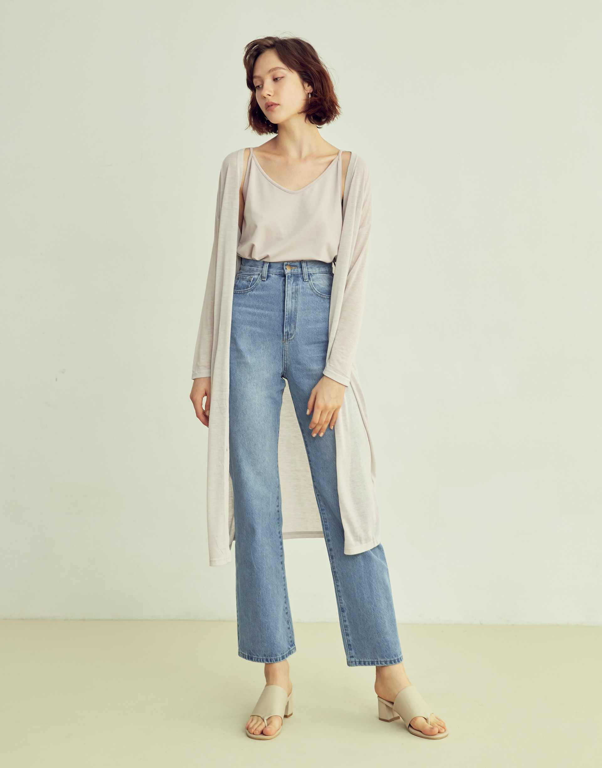 彈性:無 經典單寧面料、落地直筒寬褲版型、可以反褶搭配