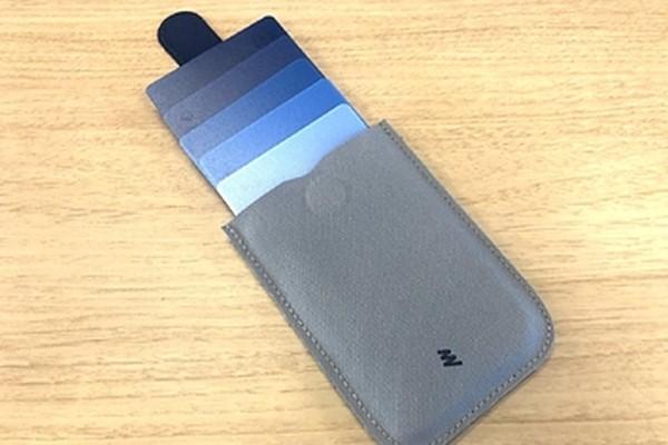 5de2386b273a カード5枚とお札だけ収納、めちゃくちゃ薄い財布が便利すぎ (バズフィード) - LINE NEWS