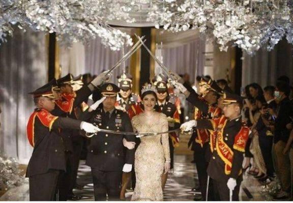 Acara pernikahan Fahrul di Hotel Mulia Senayan itu digelar pada 21 Maret 2020 atau dua hari setelah Maklumat Kapolri diteken.