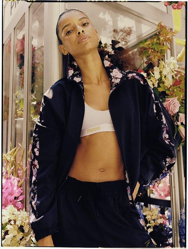 除了聯名鞋款以外,PUMA x Tabitha Simmons系列更有推出多款同樣採用花卉圖案設計的運動外套。(互聯網)