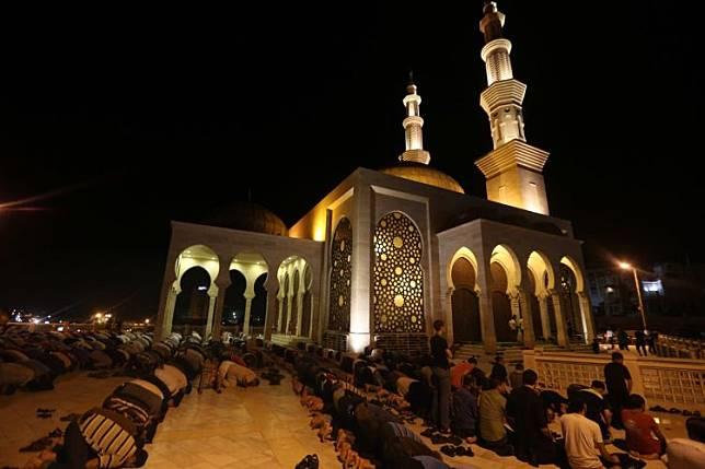 Jamaah masjid/foto: vox.com