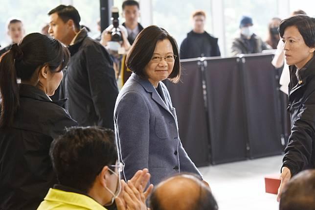 總統蔡英文31日上午參與新北環狀線捷運通車典禮。