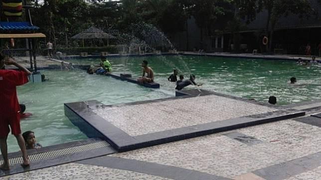 Ilustrasi korban tewas di kolam renang. [Suara.com/Rambiga]