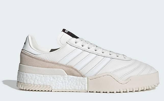 純白色運動鞋(互聯網)