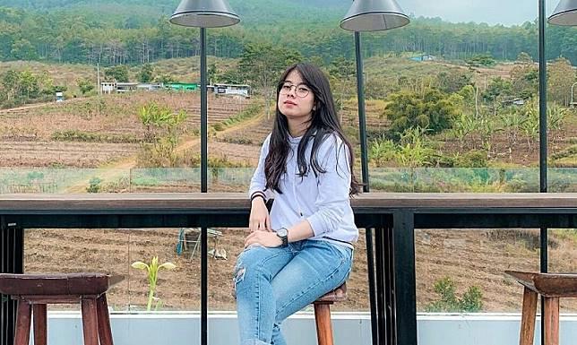 5 Gaya Gita Fitri Fernanda, Mahasiswi Crazy Rich Surabaya yang Demo Naik Mobil Sport