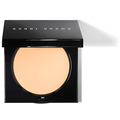 A pressed powder that sets and perfects foundation for a smooth, flawless finish. This sheer powder