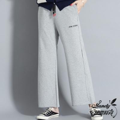 風格 輕熟 款式 直筒褲 腰型 高腰 褲長 長褲 流行元素 刺繡/繡花,褶皺