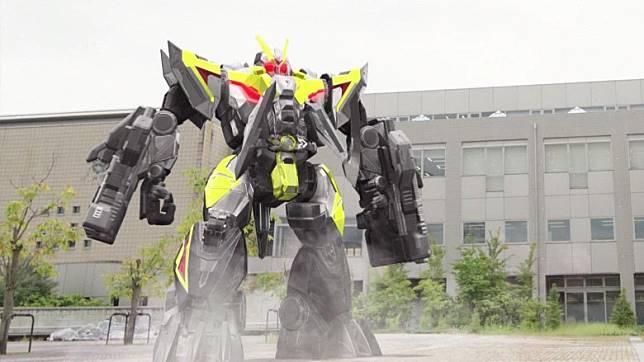令和年代《幪面超人ZERO-ONE》主角備有多段變身能力,當中Breaking Mammoth模式能穿上重裝甲。(互聯網)