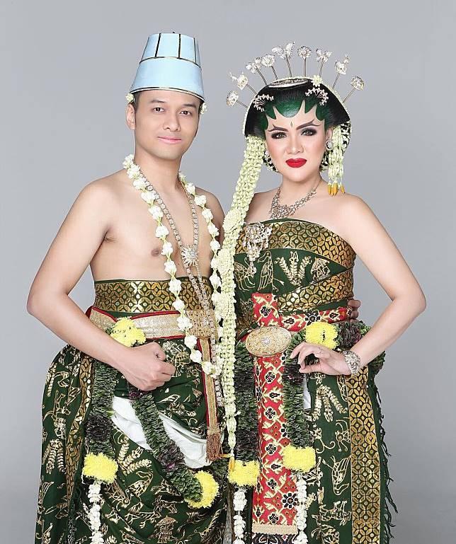 5 Pasangan Selebriti Yang Menggelar Pernikahan Dengan Adat Tradisional