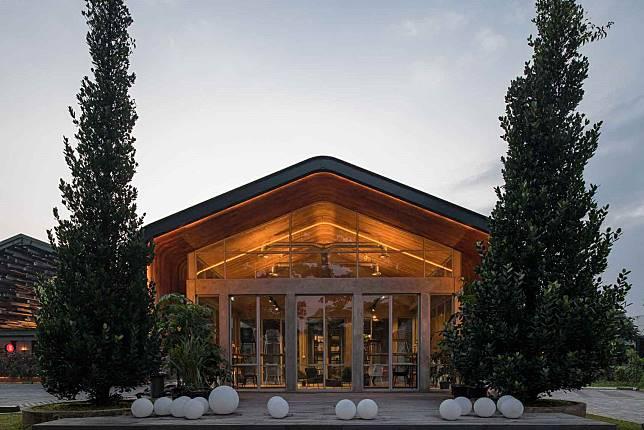 Kayu Kayu Desain Restoran Kontemporer Kekinian Ala W Office Yang Memukau Arsitag Com Line Today