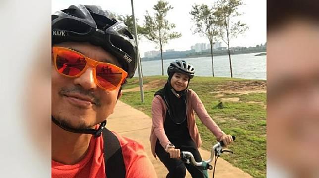 Foto Engku Emran saat bersepeda dengan Laudya Cynthia Bella. Dalam sebuah acara infotainment di televisi, Bella membenarkan kabar perpisahan dengan suaminya.  Instagram