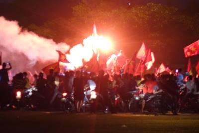 'Bão người' càn quét Việt Nam sau chức vô địch AFF Cup 2018