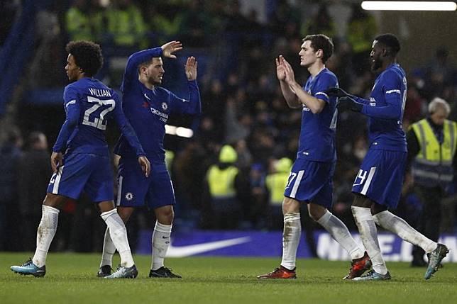 Willian Berharap Eden Hazard Bertahan di Chelsea