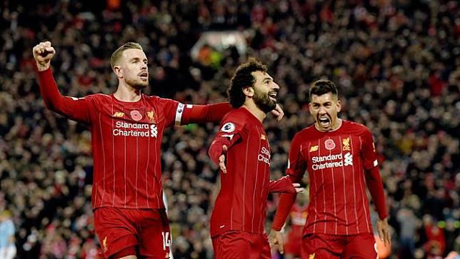 Jordan Henderson, Mohamed Salah, dan Roberto Firmino merayakan gol Liverpool ke gawang Manchester City