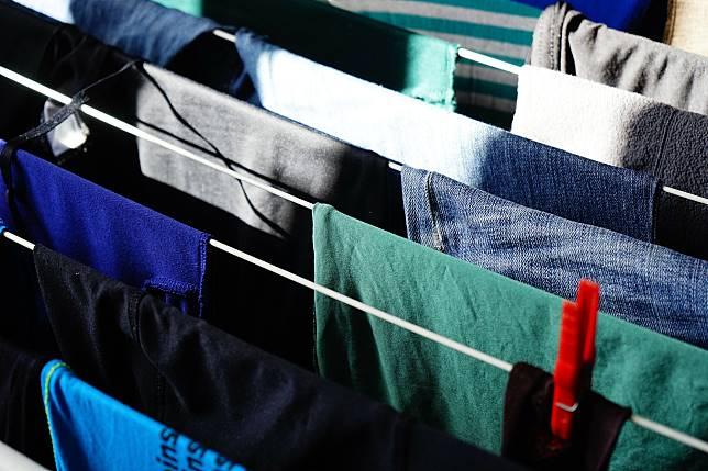 ▲濕衣服曬在家裡可能對健康造成危害。(示意圖/取自 Pixabay )