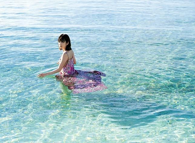 松田琉花推出首本水着寫真集《RUKA / LUCA》,去到菲律賓宿霧取景拍攝。(互聯網)