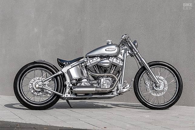 Harley-Davidson Softail Deuce FXSTD chopper buatan One Way Machine