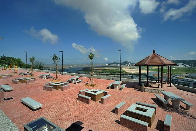公園內設有觀景台和燒烤設施,適合一家老少或三五知己同遊。(互聯網)