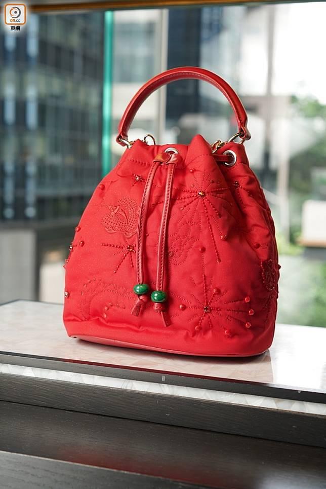 紅色Bucket Bag  (張群生攝)