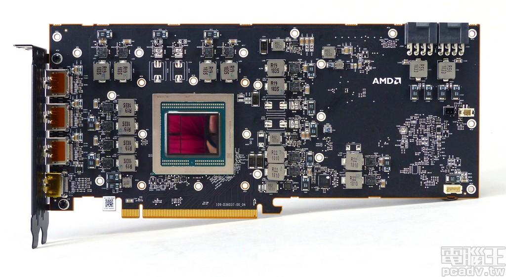 Radeon VII 顯示卡電路板正面
