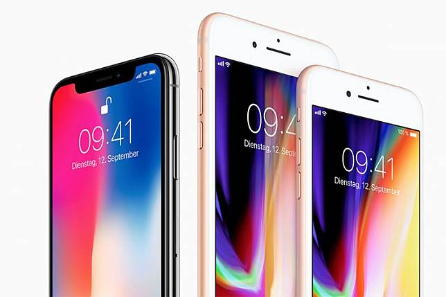 iPhone X (kiri) serta duo iPhone 8 dan iPhone 8 Plus.(Apple)