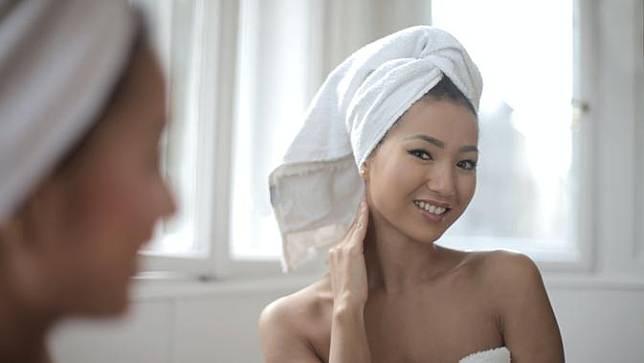 Manfaat Mencuci Wajah Dengan Air Teh Untuk Kulit Berjerawat Fimela Line Today