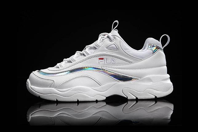 5 Alternatif Hemat Bergaya Dengan Daddy Sneakers Ala Korea