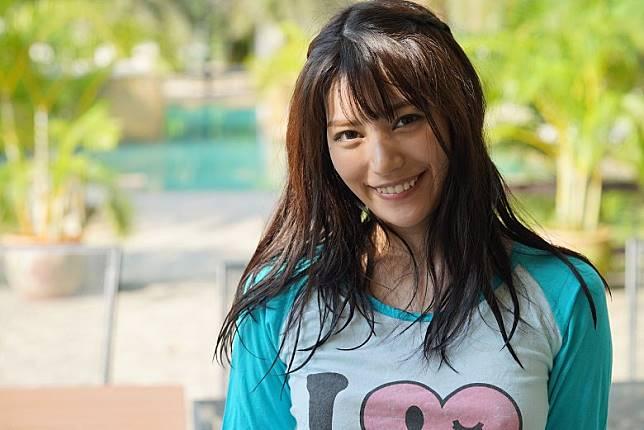 楓可憐最近推出寫真集《らぶぱら》,去到泰國取景拍攝。(互聯網)