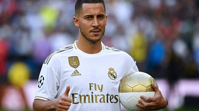 Eden Hazard diperkenalkan secara resmi sebagai pemain anyar Real Madrid, Jumat (14/6/2019). [GABRIEL BOUYS / AFP]