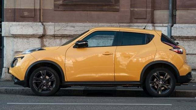 Sebuah Nissan Juke diparkir di Mullhouse, Prancis pada Agustus 2019. [Shutterstock]