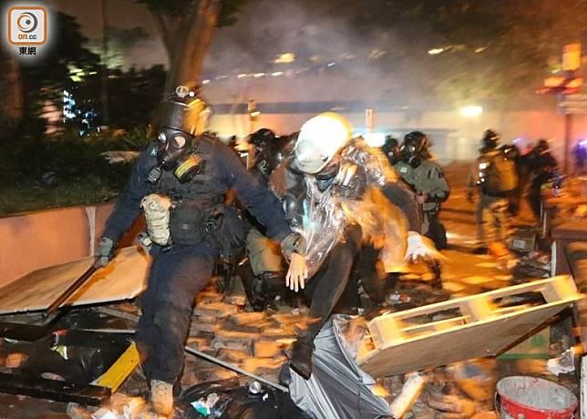 多名示威者被捕。(余宏基攝)