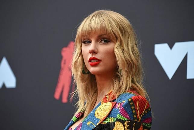 Taylor Swift mendapat dukungan dari warganet setelah mengunggah cicitan yang mengecam Presiden AS Donald Trump.
