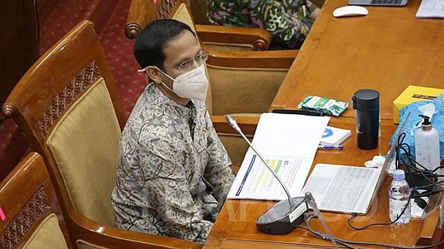 Mendikbud Nadiem Makarim menyampaikan pemaparannya dalam rapat kerja dengan Komisi X DPR di Kompleks Parlemen, Senayan, Jakarta, Kamis, 18 Maret 2022.  TEMPO/M Taufan Rengganis