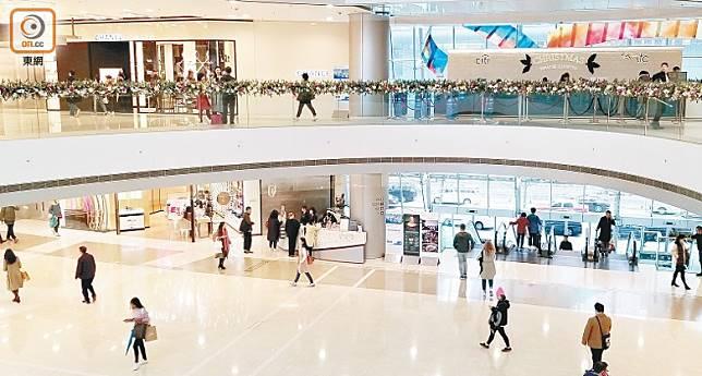 不少市民因擔心人身安全,索性減少到商場購物。