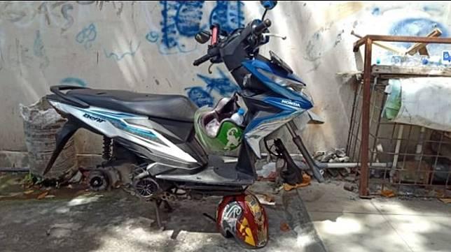 Honda BeAT milik ojol kehilangan ban dan knalpot (Facebook/Lasut Wieku)