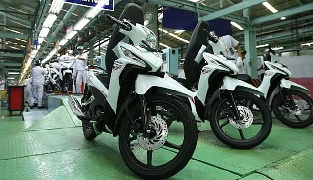 New Honda Revo X diluncurkan pada 9 Oktober 2017. Motor ini bersaing dengan Suzuki Smash dan Yamaha Vega. Honda melakukan penyegaran pada bagian depan dan melengkapinya dengan stripping baru. Dok. AHM