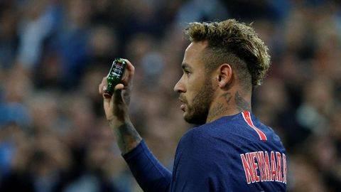 Neymar Terancam Sanksi Berat Usai Tinju Suporter