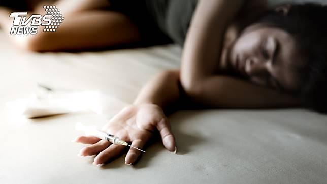 1名女子和男友到另名女性友人家開毒趴,結果中毒身亡。(示意圖/TVBS)