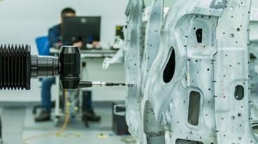 在虛擬世界裡造車 靠機器人、紅寶石和3D模型