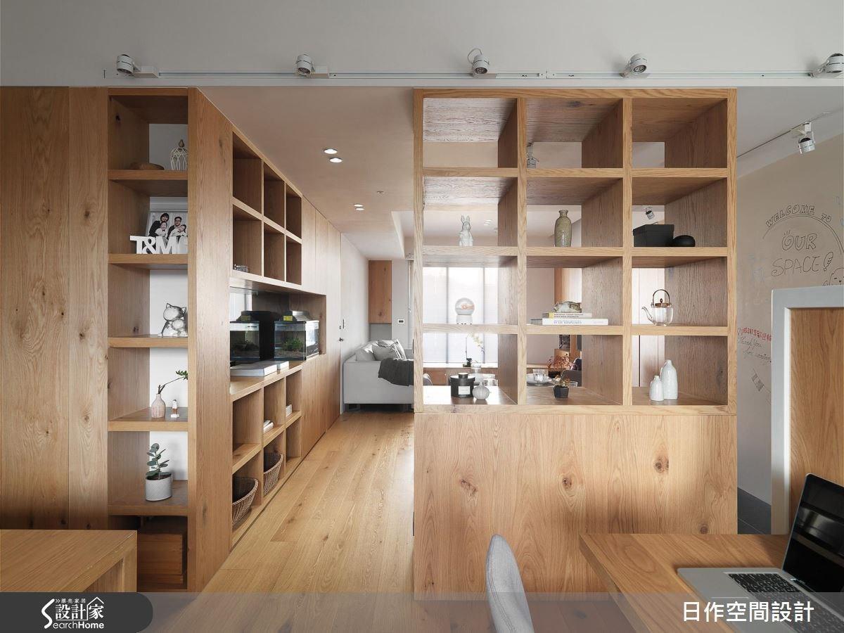 開放式格狀櫃也可以融合收納以外的機能,像是作為空間隔屏或是結合餐櫃使用