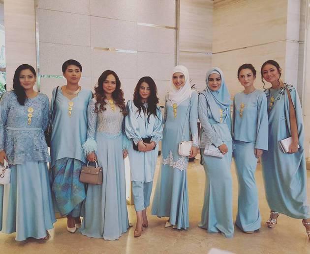 Artis Design Group : Bukan kebaya gaun bridesmaid di nikahan seleb ini