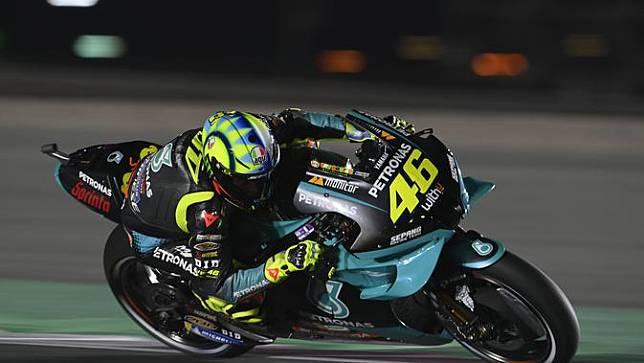 Pembalap Petronas SRT Yamaha, Valentino Rossi, saat menjalani latihan bebas MotoGP Qatar 2021 di Sirkuit Losail, Jumat (26/3/2021) malam waktu setempat. (Dok. Petronas SRT Yamaha)