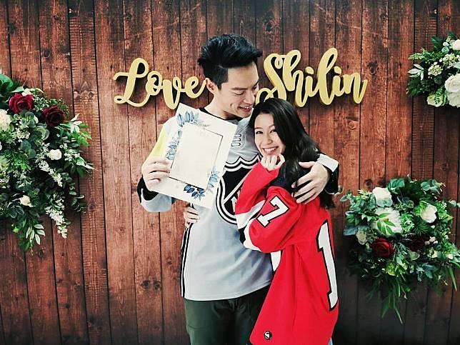▲許孟哲與小1歲趙孟姿宣布結婚喜訊。(圖/臉書)