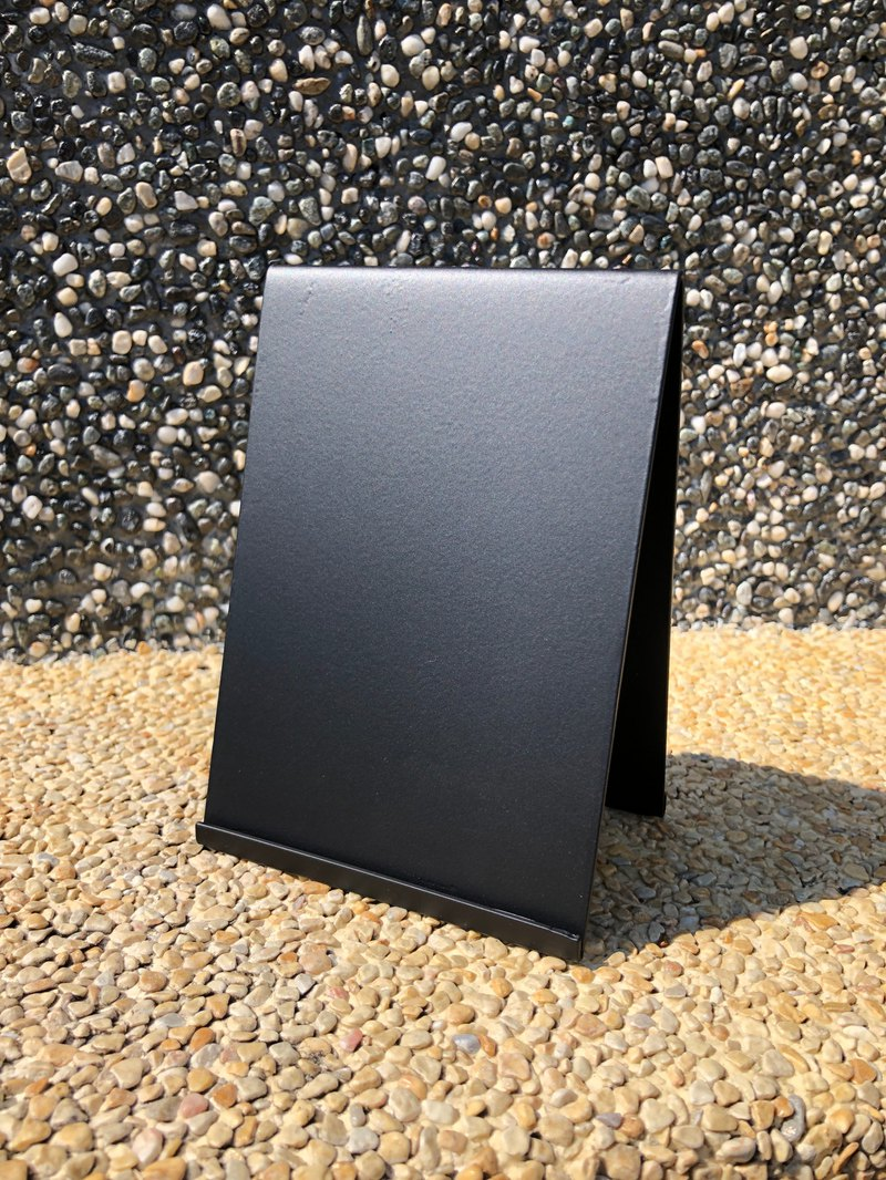 100%台灣、宜蘭製作 不同感覺的桌上型DM架,提供金屬質感的選項
