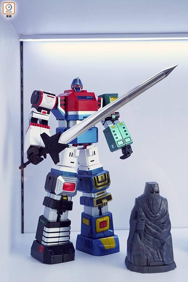由六機合體造型富氣勢而且跟足原著,更強附設有巨劍及石像。(方偉堅攝)