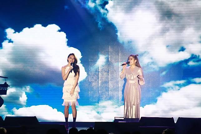 小嫻與艾莉絲合唱。記者李姿瑩/攝影
